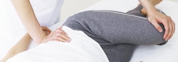 産後の骨盤矯正の必要性、効果的な方法は?